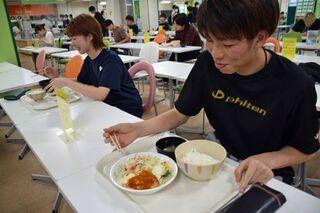 弘前大で「100円夕食」コロナ禍の学生支援