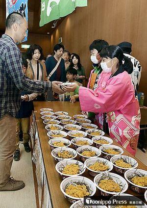 ウニ丼が人気を集める「佐井村うに祭り」