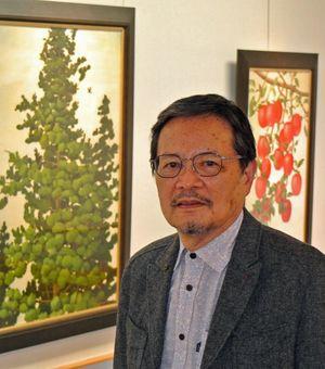 「先輩方の助言で画家の生き方に自信が持てた。同様に若い世代と接したい」と語る小柳さん=東京の日本橋三越本店