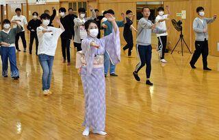 八戸工大生、本年度から八戸小唄流し踊り授業