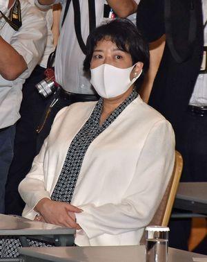 両院議員総会の会場で着席する田名部氏=19日午後、東京都内