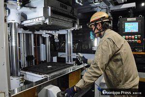 36年ぶりに更新した鋳造ライン。造形の工程では、これまで以上に寸法精度の優れた型を製造することが可能になった