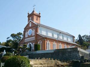 修復工事が終了した黒島天主堂=23日午後、長崎県佐世保市