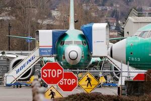 ワシントン州の空港で駐機するボーイングの「737MAX」=2019年12月、レントン(AP=共同)
