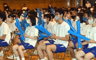 闘う本村先輩「誇りに思う」 母校・八戸高で応援