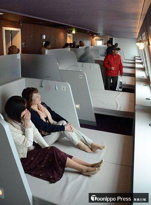 新たに設けられたビューシート。船の最前部から大海原を満喫できる客室となっている