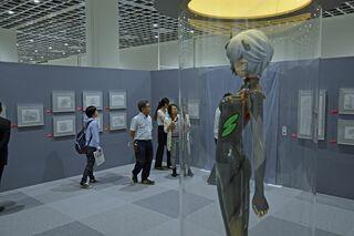 「エヴァ展」5日開幕 関係者が内覧会