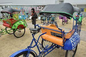 インドネシアの街中を走る乗り物を使い、北澤さんが企画した「ロスト・ターミナル」