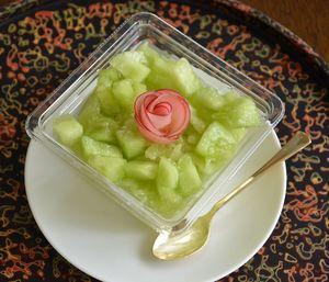 赤い果肉のリンゴ「黒石1号」を使ったアプローズンと、黒石産メロン「黄美香」のスイーツ