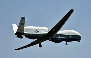 米海軍無人偵察機トライトン、三沢に到着