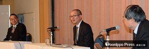 パネルディスカッションで青森県の地域防災について語る田辺課長(中央)ら