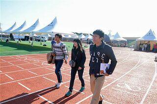 韓国・済州「みかんマラソン」 気合十分