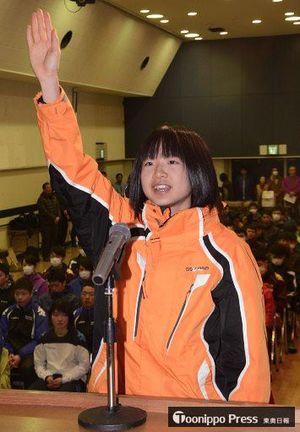 選手宣誓する横濱(野辺地)=大鰐町総合福祉センター