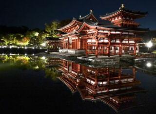 秋の夜空、輝く平等院鳳凰堂