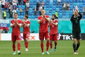 勝利を喜ぶロシアの選手たち=16日、サンクトペテルブルク(タス=共同)