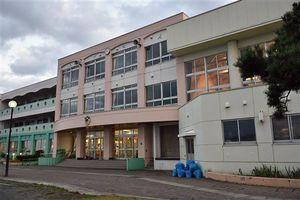 後潟小、西田沢小と統合し、来年度から新たに「北小」となる奥内小の校舎。青森市内では16年ぶりの新設校となる