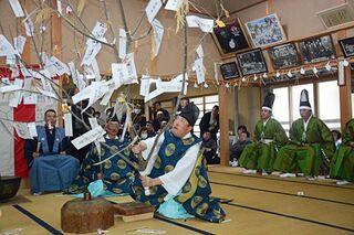 ご託宣「平年並み」鬼神社で豊凶占う七日堂祭