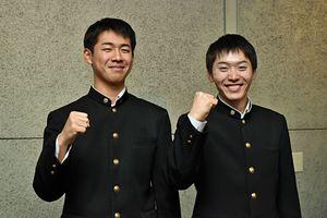 大盛カツ山カレーを考案し、発表した岩渕さん(左)と齋藤さん