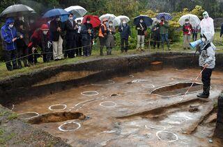 亀ケ岡遺跡で新たに土坑墓5基確認