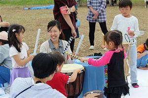 9月に開いたイベント「これるおん」では、地域の人たちと交流しながら音楽、アートを楽しんだ=「あーるど」提供