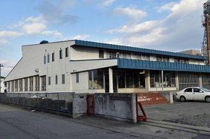 1979年建設の北地区学校給食センター。90年建設の東地区センターと2023年に統合、新東地区センターとなる