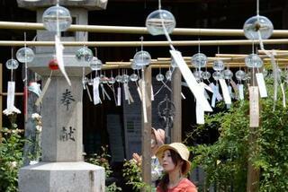 奈良のおふさ観音で風鈴まつり