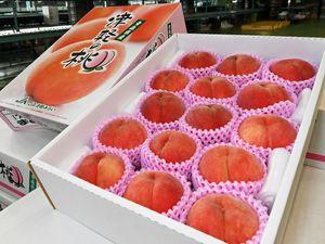 夏の味覚として人気が高い「津軽の桃」
