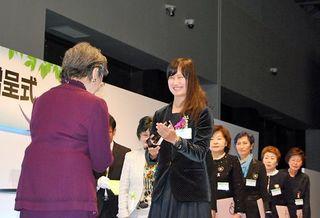 田邊さん(青森出身)をソロプチミスト表彰