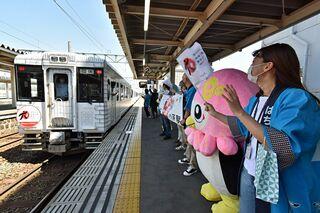 レストラン列車が弘前駅に初乗り入れ