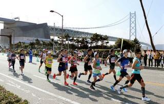 神戸マラソン、2万人が力走