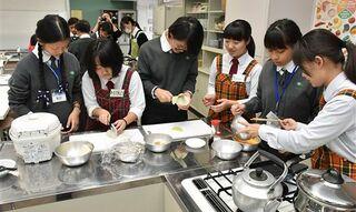 けの汁つくり、台湾の生徒と青森西高生交流