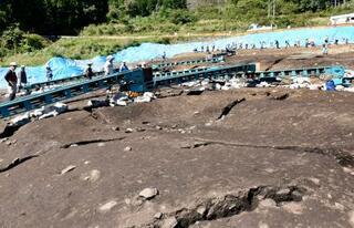 弥生中期の竪穴建物跡を公開
