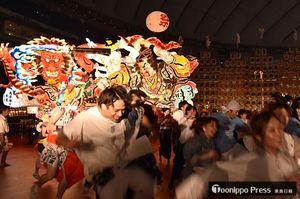 ねぶたも出陣し、出演者全員がハネトとなって盛り上げた=20日、東京ドーム