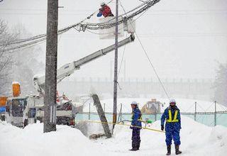 除雪車衝突、コンクリートの電話柱折る けが人なし/青森