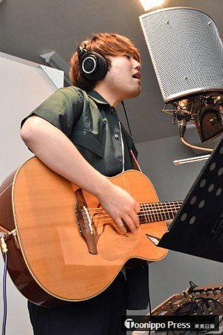 古屋敷さん(階上)、八戸のアマ音楽祭イメージソング作り