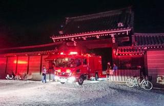 京都御所のプレハブ燃える