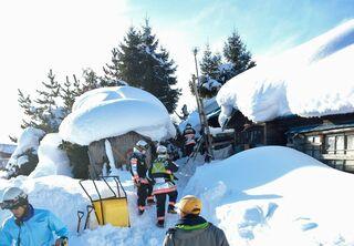 除雪作業中の事故続発「命綱着けるなど注意を」