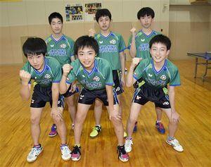 全国大会優勝へ意気込みを見せる青森山田中学校男子卓球部の選手たち