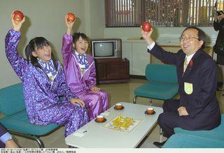 歌もリンゴも全国へ/ダンス&ボーカル2人組「りんご娘.」/知事にPR約束