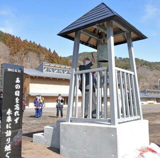 210人犠牲の集落、慰霊塔除幕