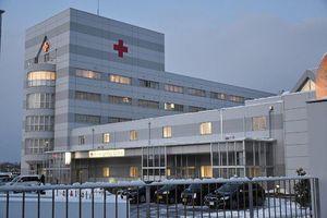 患者からバンコマイシン耐性腸球菌が検出された事例があった八戸市の八戸赤十字病院=8日午後5時ごろ
