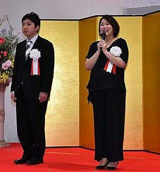 隠岐さん、中川さんに東奥文化選奨贈呈