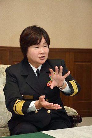 海自大湊地方総監部で初の女性幕僚長となった近藤海将補