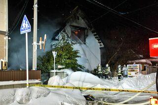 弘前で住宅火災、焼け跡から男性遺体