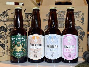 初出荷された八戸麦酒。7日から販売される=2日、カネク醸造南郷醸造所