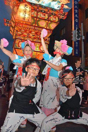 3世代で立佞武多祭りを盛り上げた(左上から時計回りに)鶴谷さん、花田真知子さん、愛実さん、暖知君=7日