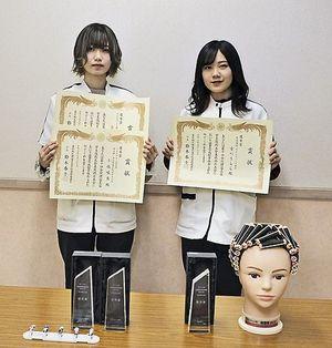 東北地区大会で優秀賞を獲得、全国大会に出場した小枝さん(左)と古川さん
