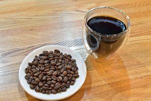 世界各国から集めたこだわりのコーヒー豆で透き通ったコーヒーを提供する