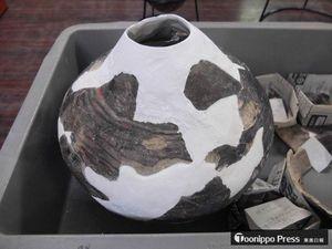 釧路市の幣舞遺跡から出土した大型の壺。津軽一円に分布する尾開山凝灰岩の火山ガラスが検出された(関根教授提供)