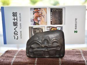 縄文時代の「石冠」のレプリカで、開館3周年記念に作られた陶器「ゴロピィ」